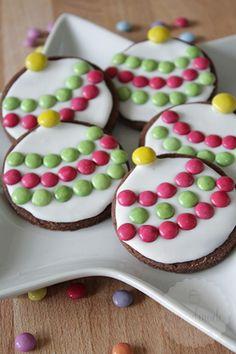 Bekijk de foto van HandmadeHelen met als titel Deze kerstbal koekjes zijn erg leuk om samen met kinderen te maken! Je versiert ze met cookie icing en smarties of m&m's! en andere inspirerende plaatjes op Welke.nl.