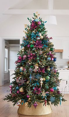 43 Unordinary Christmas Tree Decor Ideas - The two most traditional styles of christmas tree décor are Country and Victorian. The Victorian style of christmas tree décor is definitely more ex. Rose Gold Christmas Decorations, Pretty Christmas Trees, Colorful Christmas Tree, Christmas Tree Themes, Rustic Christmas, Christmas Tree Decorations, Christmas Diy, Merry Christmas, Holiday Decor