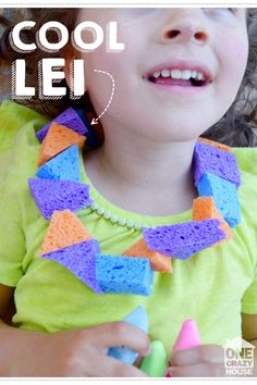 Stay cool this summer with this cooling necklace, a DIY sponge lei!  Smart hack!