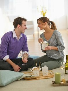 Here's a date night idea that'll take off stress on a Monday: Order takeout and have a picnic in your dining room! #DateIdeas