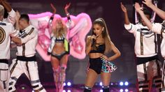 "Ariana Grande had an ""oops!"" moment at the Victoria's Secret Fashion Show."