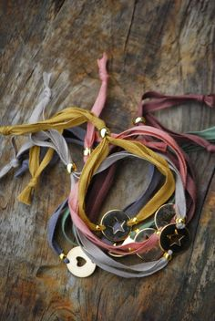 Camping In North Carolina Girls Jewelry, Cute Jewelry, Boho Jewelry, Jewelry Crafts, Beaded Jewelry, Jewelery, Handmade Jewelry, Bracelets Diy, Silk Wrap Bracelets