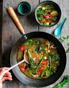This broth is the perfect side dish to accompany any asian inspired dish, its packed full of punchy flavours & filled with slightly charred Tenderstem® . You can even turn this side into a main by adding rice noodles. Healthy Thai Recipes, Whole Food Recipes, Vegetarian Recipes, Healthy Eats, Asian Vegetables, Grilled Vegetables, Bouillon Thai, Low Cal Dinner, Peasant Food