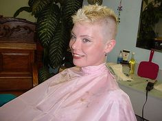 Just the top to go Short Blonde Haircuts, Girls Short Haircuts, Short Girls, Short Hair Cuts, Short Pixie, Short Styles, Long Hair Styles, Buzz Cut Women, Flat Top Haircut