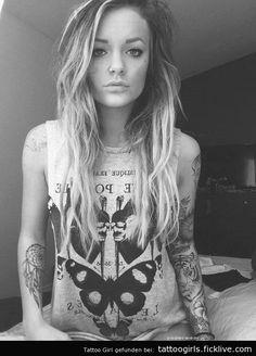 Heisses Tattoogirl - http://goo.gl/3ftr8J