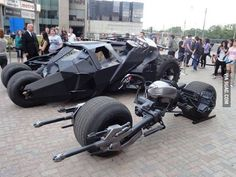 Batpod From its appearance in The Dark Knight Rises batman movie, this concept may be the most recognizable It was Designed by Nathan Crowley, and is powered by a high-performance, water-cooled, single-cylinder engine. Batman Auto, Batman Bike, Batman Batmobile, Futuristic Motorcycle, Futuristic Cars, Film Cars, Movie Cars, Carros Lamborghini, Lamborghini Cars