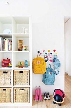 Chaos in the children's room? Kinderzimmer Chaos in the children's room? Loft Style Apartments, Toy Storage Solutions, Kids Storage, Storage Ideas, Nursery Storage, Storage Hooks, Basket Storage, Book Storage, Storage Design