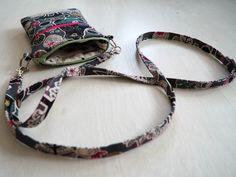 DIY: Pussukka tuplavetoketjulla - Punatukka ja kaksi karhua Walkabout, Pouches, Sewing Patterns, Personalized Items, Totes, Wallets, Bags, Denim, Ideas