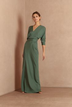 Long dress made of silk, with a V-neck and dolman sleeves. Crossed on the front and tied to the back. Ready-to-wear with an artisanal touch, crafted in Barcelona. Silk Dress, The Dress, Dress Skirt, Evening Dresses, Formal Dresses, Women's Dresses, Long Dresses, Long Cocktail Dress, Look Chic
