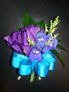 purple & blue pin-on corsage