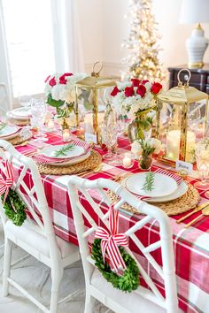 🌟Tante S!fr@ loves this📌🌟Style your holiday tablescape with these ideas for Christmas Table Decorations from twinkling lights to gorgeous holiday floral arrangements! Christmas Tea Party, Noel Christmas, Christmas Design, Purple Christmas, Coastal Christmas, Scandinavian Christmas, Christmas Crafts, Beautiful Christmas Decorations, Christmas Table Decorations