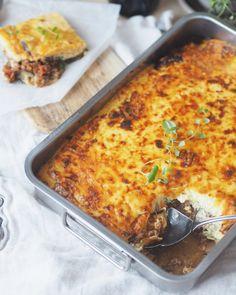 Lavkarbo moussaka à la Sukkerfri hverdag – Sukkerfri Hverdag Moussaka, Lchf, Keto, Low Carb Recipes, Healthy Recipes, Healthy Food, Low Carb Pizza, Lasagna, Macaroni And Cheese