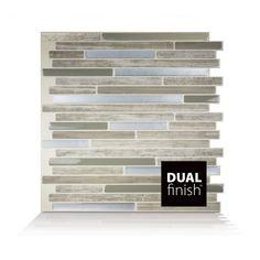 Capri Taupe Smart Tiles Dual Finish : Un fini velours qui donne la sensation et l'illusion de la vraie pierre avec notre fini lustré. Couleurs : Beige Foncé, Pierre Taupe Traverton