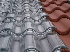 Tesla solar tiles are on the market: they cost less than a normal . - Tesla solar tiles are on the market: they cost less than a normal roof and have an unlimited guaran - Sustainable Building Materials, Sustainable Design, Roofing Materials, Sustainable Energy, Sustainable Tourism, Energy Efficient Homes, Energy Efficiency, Solar Roof Tiles, Glass Roof
