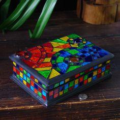 Mosaic tile rainbow jewellery box Mosaic Glass, Mosaic Tiles, Glass Art, Stained Glass, Glass Jewelry Box, Jewellery Boxes, Jewelery, Mosaic Art Projects, Mosaic Crafts