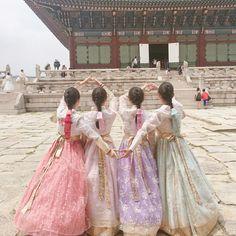 Mode Ulzzang, Korean Ulzzang, Ulzzang Girl, Korean Couple, Korean Girl, Asian Girl, Bff Pictures, Best Friend Pictures, Dark Rose