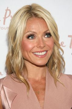 Google Image Result for http://images.starpulse.com/news/bloggers/8/blog_images/kelly-ripa-3.jpg