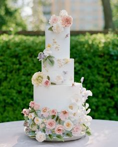 The biggest factor that affects your wedding budget? These Texas wedding vendors created 3 different wedding looks based on the same budget, same vendors and same moodboard. The only thing that changed was the number of invitees. Summer Wedding Cakes, Black Wedding Cakes, Beautiful Wedding Cakes, Perfect Wedding, Spring Wedding, Cake Wedding, Dream Wedding, Wedding Shot, Wedding Music