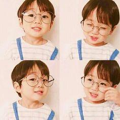Cute BTS kookie mini me! Cute Baby Boy, Cute Little Baby, Little Babies, Cute Boys, Baby Kids, Cute Asian Babies, Korean Babies, Asian Kids, Cute Babies