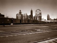 Jack Delano - 1943 - View of part of the South Water Street freight depot of the Illinois Central Railroad, Chicago, Illinois. Chicago Area, Chicago Illinois, Chicago Skyline, New York Skyline, Gandy Dancer, America Album, Vintage Photographs, Time Travel, Old Photos