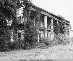 Seven Oaks plantation homein Kenner Louisiana circa 1970 :: State Library of Louisiana Historic Photograph Collection Old Southern Homes, Southern Plantation Homes, Southern Mansions, Plantation Houses, Old Abandoned Houses, Abandoned Places, Old Houses, Abandoned Castles, Haunted Places