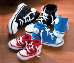 You'll be head over heels for this Crochet Converse Slippers Free Pattern and we have lots of inspiration plus a video tutorial to show you how. Crochet Boots, Crochet Baby Booties, Crochet Slippers, Knit Or Crochet, Cute Crochet, Crochet For Kids, Crochet Rope, Vintage Crochet, Baby Converse