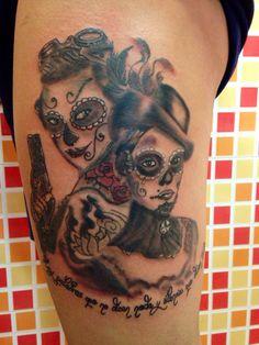 Black & gray Tattoo. Trabajo realizado en una soja sesión de cinco horas. Sugar Skull Tattoos, Black Tattoos, Black And Grey, Tatoo, Tatuajes, Death, Black Art Tattoo, Back Tattoos