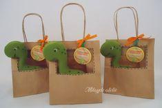 Baby 1st Birthday, Dinosaur Birthday Party, 6th Birthday Parties, Birthday Party Goodie Bags, Birthday Party Decorations, Preschool Crafts, Crafts For Kids, Cardboard Crafts Kids, Die Dinos Baby