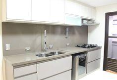Cocinas de estilo moderno por Concept Engenharia + Design