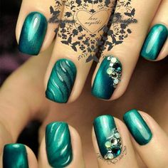 nail ideas Green nails are pleasing to look at. Also, they have the calming ability. So, if you feel anxious, just look at your nature-colored nails! Green Nail Designs, Elegant Nail Designs, Elegant Nails, Nail Art Designs, Latest Nail Art, Trendy Nail Art, Bling Nails, My Nails, Smokey Eyes Anleitung