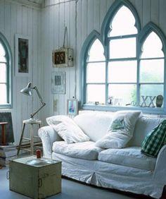 Love these windows!!!!  via Estilo Vintage
