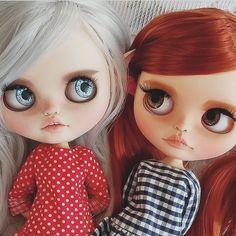 Пока новых кукол и фото нет, делюсь с вами встречей двух моих девочек в своём новом доме, у прекрасного коллекционера блайз❤️❤️❤️ Так приятно видеть, как куколки преображаются, я даже не сразу узнала свою эльфийскую прЫнцессу #блайз #куклаблайз #ооак #blythe #customblythe #ooak #ooakblythe #blythecustom #blythestagram #moonberryblythe