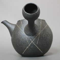Newcomer to Artistic Nippon - Tokoname Artist Fujita Tokuta. #ceramic #pottery #teapot #kyusu #kyuusu #teatime #greentea #sencha #tea #japaneseceramics #japanesepottery #wabicha #wabipot #tokoname