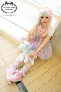 Super duper cute fairy kei look. I like how it's a little bit sweet lolita looking. Japanese Street Fashion, Tokyo Fashion, Harajuku Fashion, Kawaii Fashion, Lolita Fashion, Cute Fashion, Asian Fashion, Sweet Fashion, Estilo Lolita