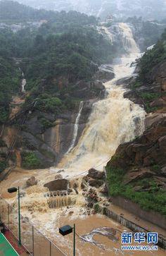 """tropischer Sturm """"Talim"""" in der Stadt Wenzhou in der ostchinesischen Provinz Zhejiang"""