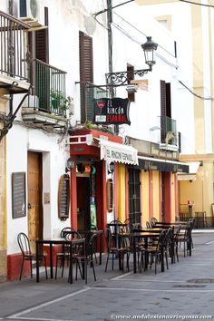 El Puerto de Santa María is a typical Andalusian small town which impresses with its restaurants. #Andalusia #visitAndalusia #visitSpain #ElPuertoDeSantaMaria #travelblog #travelphotography #architecture #history #Sherrycountry #MarcoDeJerez #wanderlust #exploretheworld