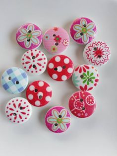 Excited to share this item from my shop: Colourful printed round wooden sewing craft buttons - 10 buttons Doll Clothes Patterns, Clothing Patterns, Sewing Hacks, Sewing Crafts, Sewing Tips, Diy Buttons, Sewing Material, Coconut Shell, Button Crafts