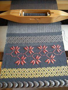 WeavingBackToTheFuture: Brocade....http://www.pinterest.com/helenfoot/woven/