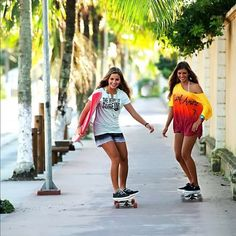 Surf and skate ❤️ Skate Girl, Skate Style, Skateboard Girl, Longboarding, Beach Bum, Skateboards, Girls Be Like, Bikini Fashion, Friends Forever