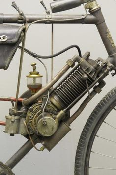 "Vintage Motorcycles Classic Clément ca. 1902 ""Type B"" 143 cc aiv frame Bicycle Engine, Motorcycle Engine, Motorcycle Art, Motorcycle Types, Antique Motorcycles, Triumph Motorcycles, Motorised Bike, Nitro Circus, Motorized Bicycle"