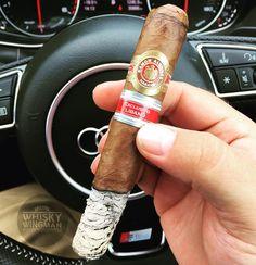 Kicking off a #fantasticfriday with the beautiful Ramón Allones Sur ER Libano 2015Look at that ash   . . #botl #sotl #cigaroftheday #cubancigars #cigar #whiskywingman #howiroll #instalife #showpony #justwingit #doyouevendrambro #cigartime #cigarstyle #cigarsocial #cigarworld #cigarporn #cigaraficionado #cigar #tartancigarmilitia #edicionregional #sur #libano #lebanon #phoenicia #puro #cigarstocelebrate #aboveaverageliving #weekendvibes #fridayfeels