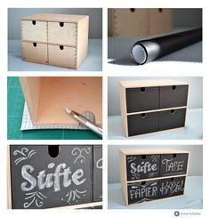wer hat sie nicht? Die kleine Ikea Holz Mini-Kommode / MOPPE für 19.99 Euro Im Baumarkt oder auch online bestellbar, könnt ihr euch Tafelfarbe besorgen, sie gibt es mittlerweile auch schon in verschiedenen Farben. Einfach die Schubladen anmalen, trocknen lassen, fertig - los geht´s es mit dem schönen Beschriften. Wer die Schubladen nicht anmalen möchte, kann auch genauso gut selbstklebende Tafelfolie verwenden (gibt es bei amazon zu kaufen).