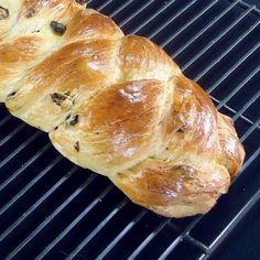 Pulla - A Finnish Cardamom and Raisin Sweet Bread Easter bread Braided Bread, Bread Bun, Bread Rolls, Yeast Rolls, Finnish Recipes, Christmas Bread, Bread Machine Recipes, Bread Recipes, Norwegian Food