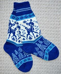 Norwegian hand crafted 100% wool socks Sized for adult MEDIUM The sock measures 8.25 inches from heel to toe and 11 inches from the top of the sock to the bottom of the heel . Please check out fine Norwegian hand crafted 100% wool socks with style! Fabulous warm and cozy socks that