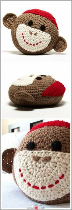 Sock monkey pillow I want it. Crochet Home, Love Crochet, Crochet For Kids, Crochet Crafts, Crochet Yarn, Crochet Projects, Crochet Cushions, Crochet Pillow, Sock Monkey Baby