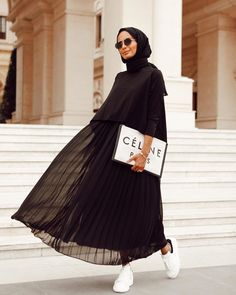 Plated Skirts style for Hijab – Hijab Fashion 2020 Modern Hijab Fashion, Street Hijab Fashion, Hijab Fashion Inspiration, Abaya Fashion, Muslim Fashion, Mode Inspiration, Modest Fashion, Skirt Fashion, Retro Fashion