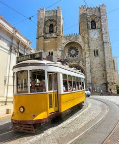 tramway jaune cathedrale - blog go voyages