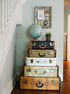 Stunning Ideas: Vintage Home Decor Inspiration Open Shelves modern vintage home decor thoughts.Vintage Home Decor Kitchen Lights vintage home decor inspiration colour.Vintage Home Decor Living Room Kitchen Tables. Vintage Suitcases, Vintage Luggage, Vintage Trunks, Vintage Suitcase Decor, Vintage Travel Decor, Vintage Furniture, Vintage Travel Bedroom, Furniture Decor, Modern Furniture