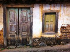 Foto feita em 5 de maio de 2012 com a câmera de um iPhone. 'Em Itaverava, Minas Gerais, há um casarão abandonado ao lado da Igreja Matriz. O passar dos anos proporcionou uma tonalidade interessante e acabou dando significado ao motivo', diz Fábio Navarro.