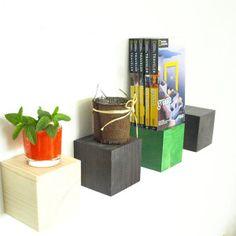 Rafturi din lemn de brad pentru mici decorațiuni. Maro, verde, alb Bookends, Shelves, Colors, Home Decor, Green, Shelving, Decoration Home, Room Decor, Shelving Units